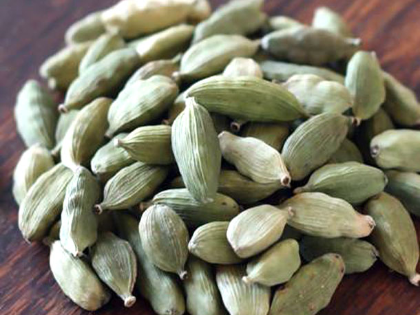 cardamom spice Characteristics the pods are used as a spice, in a similar manner to the green indian cardamom pods, but with a different flavor unlike green cardamom, this spice is rarely used in sweet dishes.